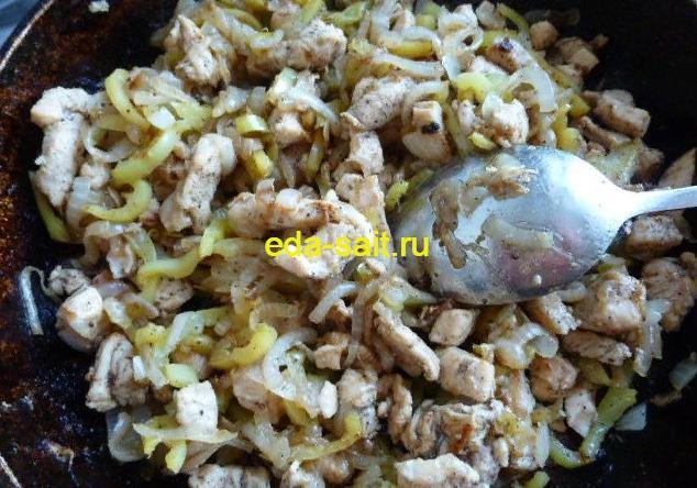 Добавляем болгарский перец в начинку для тортильи