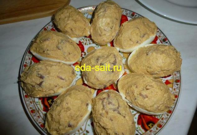 Яйца фаршированные сельдью пошаговый рецепт