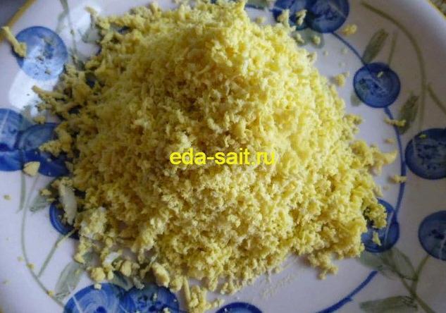 Измельченный желток для салата мимоза