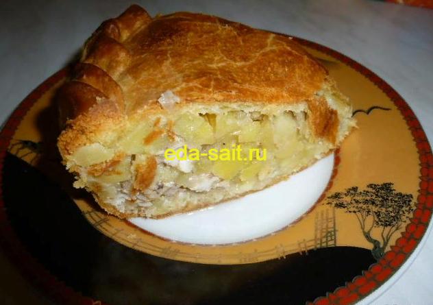 Пирог с курицей и картошкой в разрезе
