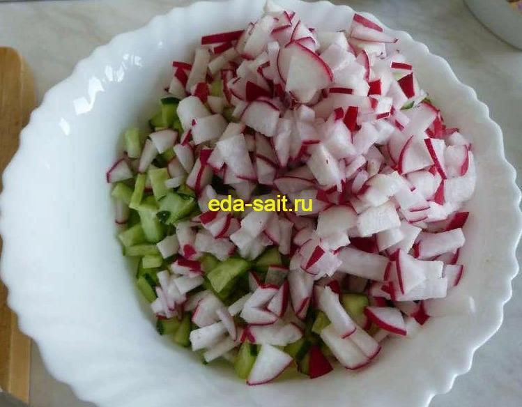Салат редис, огурец, яйцо