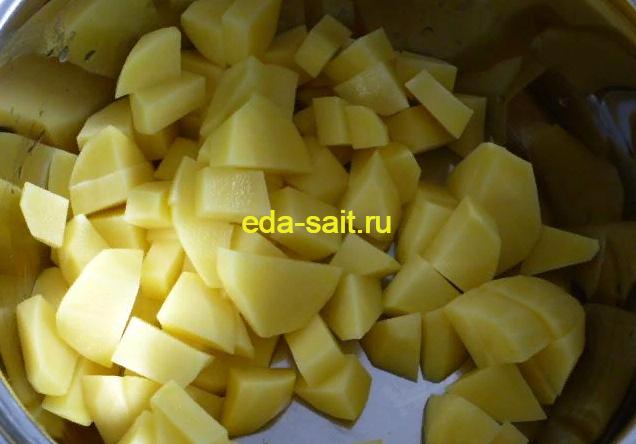 Нарезаем картофель для супа