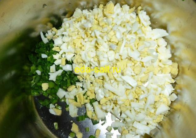 Начинка из яиц и сыра для конвертиков из лаваша