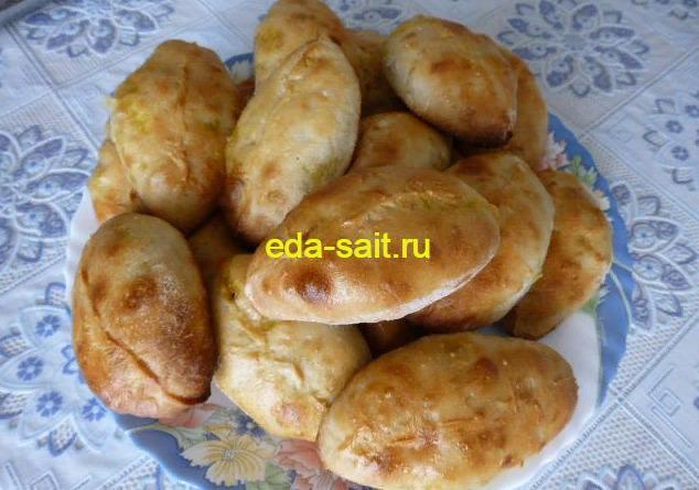 Пирожки с капустой и яйцами печеные фото