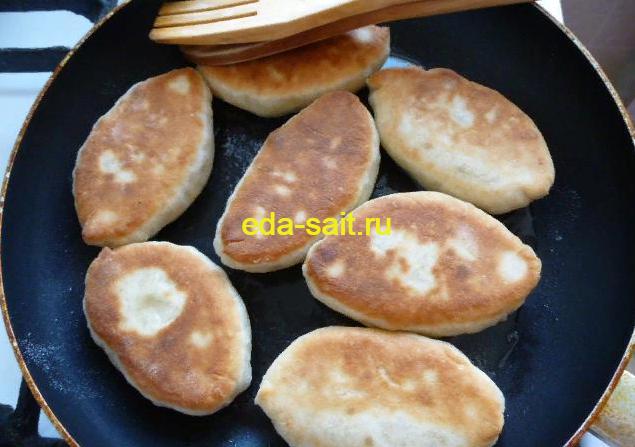 Пирожки с капустой и яйцами жареные