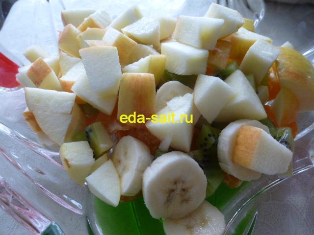 Яблоки нарезанные кубиками для фруктового салата