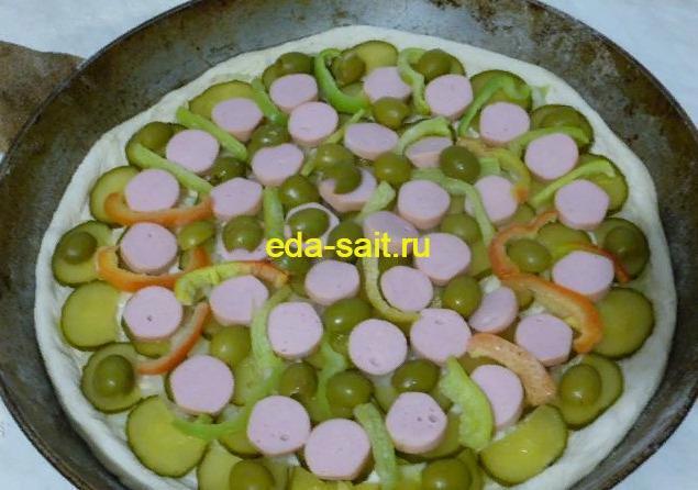 Пицца с сосисками и огурцами рецепт с фото