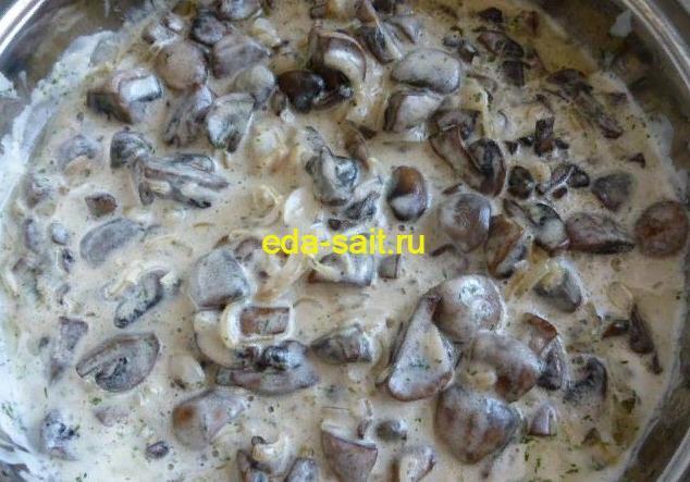 Шампиньоны со сметаной на сковороде рецепт