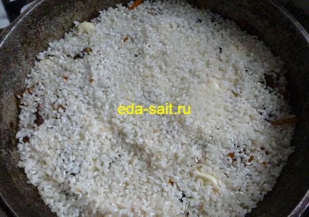 Засыпаем рис