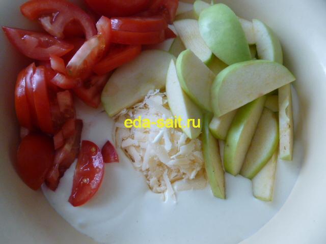 Запеканка с помидорами и яблоками подготовленные продукты