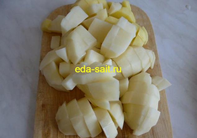 Нарезаем картошку для рассольника