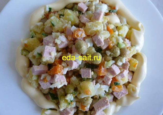 Оливье с колбасой и свежими огурцами