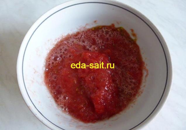 Прокрученные помидоры для томатной заливки в баклажаны