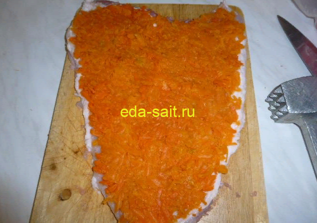 Рулет из свинины с морковью фото