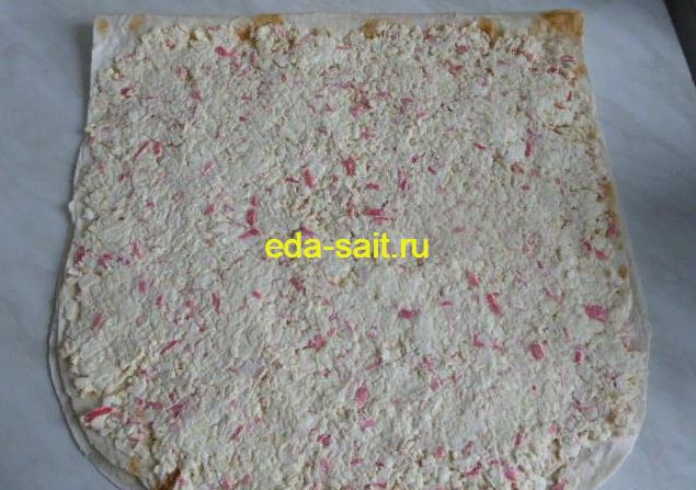 Рулет с крабовыми палочками сыром и яйцами рецепт с фото