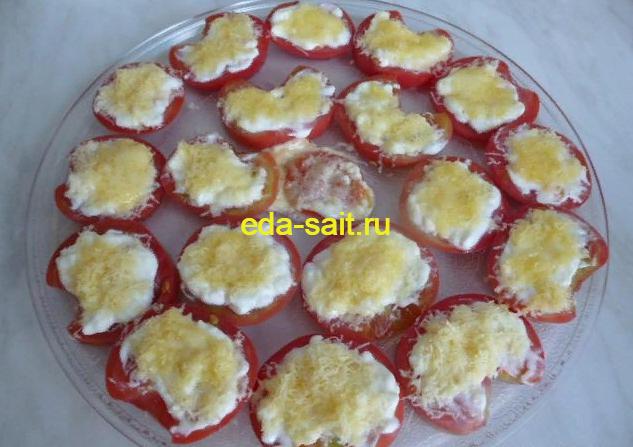 Закуска из помидоров с сыром и чесноком