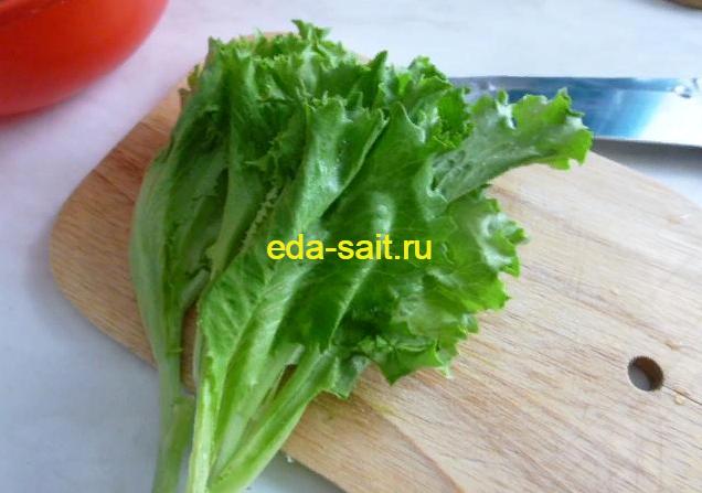 Зеленый салат в начинку для жареных бутербродов с яйцами и сыром