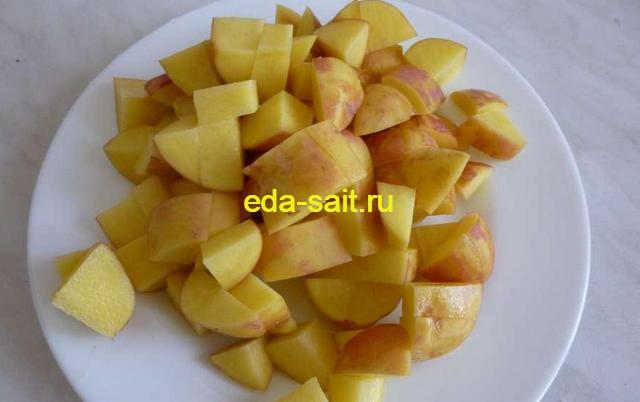 Нарезаем картофель для щей