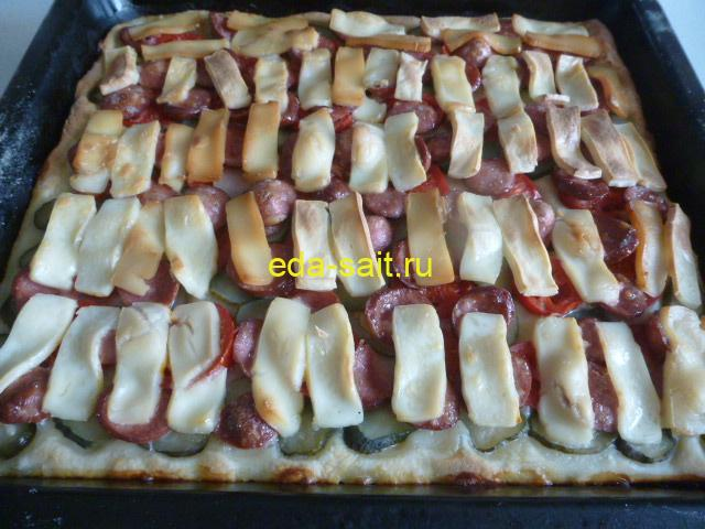Пицца с плавленым сыром запеченная