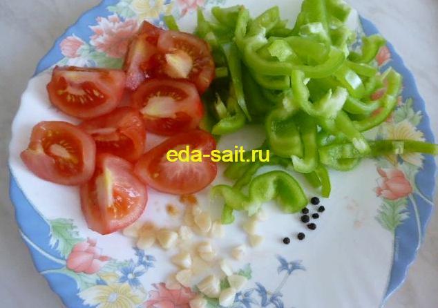 Подготовленные овощи в щи из свежей капусты без картошки