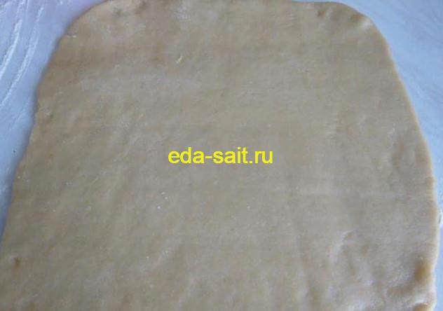 Раскатываем песочное тесто