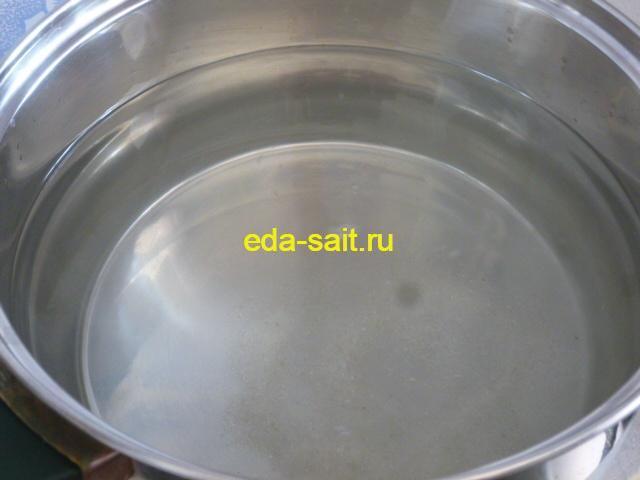 Ставим на плиту воду для макарон