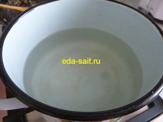 Кипятим воду для капустного вилка