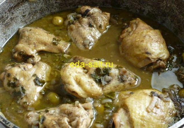 Тушеные куриные ножки с оливками