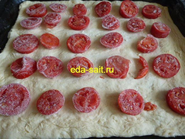 Пицца с плавленым сыром слой томатов