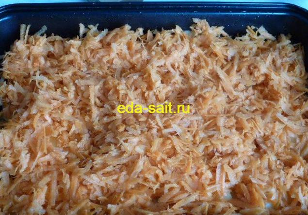 Второй слой запеканки с тефтелями морковь