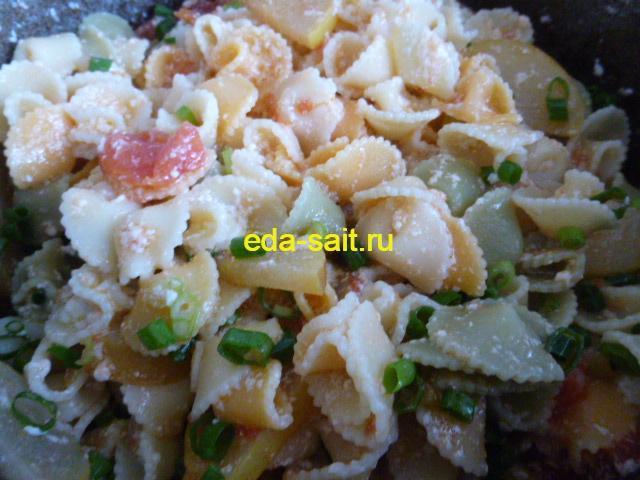 Перемешиваем макароны с творогом с другими ингредиентами