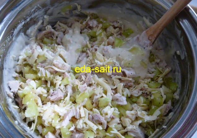 Делаем тесто для оладий с куриным мясом