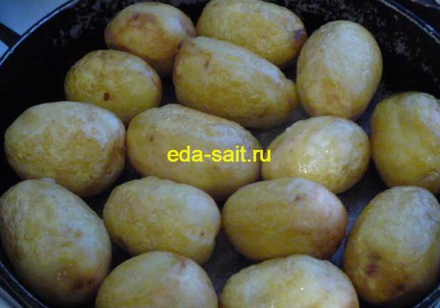 Обжариваем картошку на масле