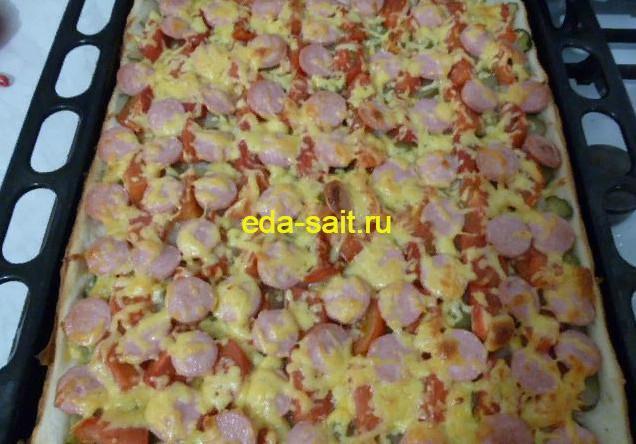 Пицца с сосисками фото