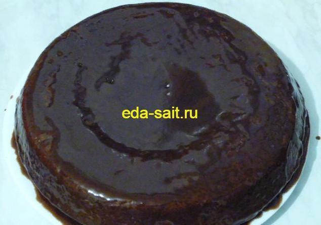 Шоколадный кекс с изюмом и орехами