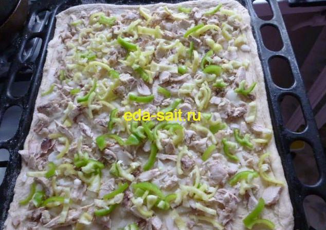 Выкладываем болгарский перец на пиццу