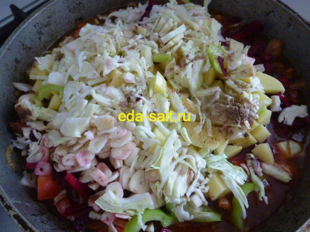 Выкладываем овощи в лагман