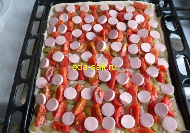 Пицца с сосисками формирование