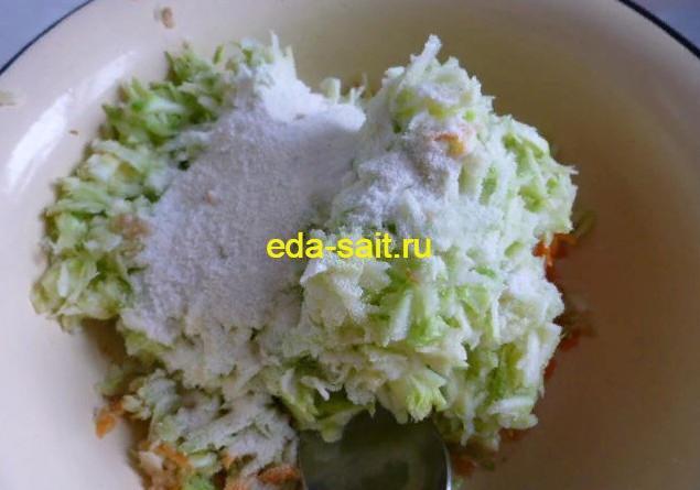 Добавляем к кабачкам и овощам манку