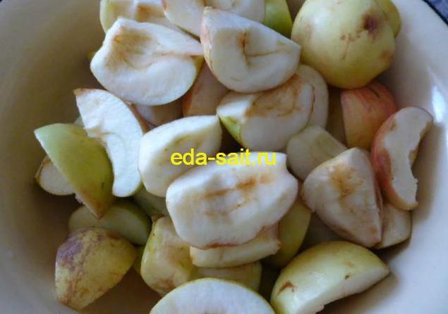 Подготовленные яблоки для аджики