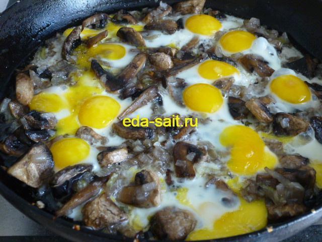 Яичница из перепелиных яиц фото