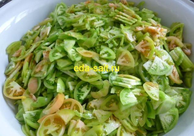 Нарезаем зеленые помидоры для салата