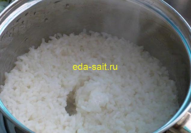 Отвариваем рис до готовности для кабачков