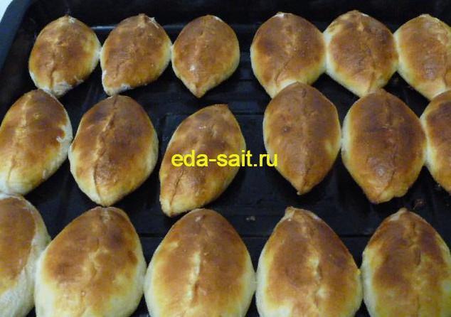 Пирожки с рисом, яйцами и луком