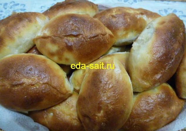 Пирожки с рисом, яйцами и луком фото