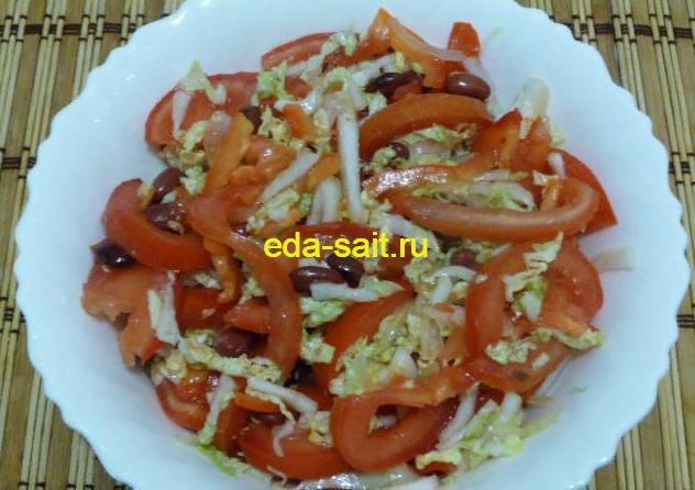 Салат с консервированной фасолью и овощами