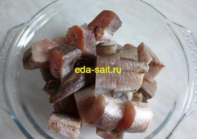 Подготовленную рыбу солим и перчим