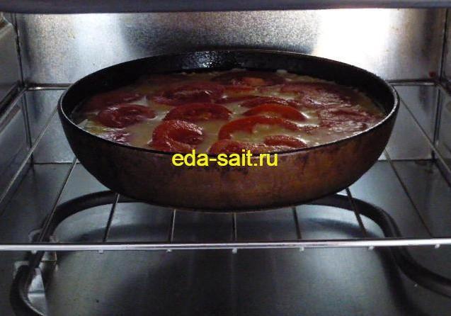 Ставим в духовку омлет с помидорами и творогом