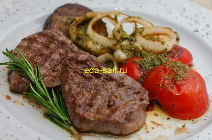 Вкусный стейк из говядины в духовке