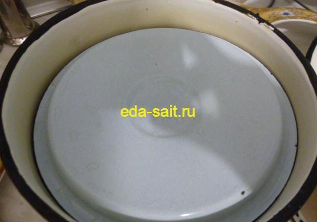 Выкладываем помидоры по-армянски в кастрюлю